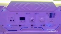 Di dalam kapsulnya, tersedia beberapa tombol untuk mengatur lampu dan lain-lain