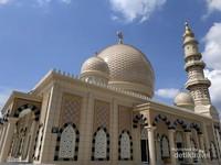 Masjid yang memiliki kubah dengan arsitektur yang khas