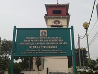 Plang nama Menara Syahbandar, Jl.Pasar Ikan No.1 Penjaringan Jakarta Utara