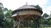 Rumah yang memiliki diameter paling besar dibandingkan rumah adat dayak lainnya di kalimantan barat