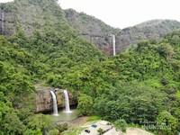 Dengan landscape alamnya yang unik, Geopark Ciletuh mempunyai deretan air terjun yang cantik