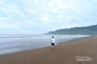 Pantai Palangpang, adalah zona inti dari Geopark Ciletuh yang dikelilingi dengan bukit berbentuk tapal kuda