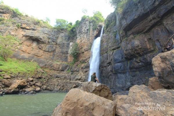Curug Cimarinjung salah satu air terjun ikonik yang ada di Ciletuh