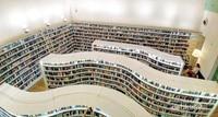 Interior yang instagramable membuat pengunjung dan pembaca tidak bosan