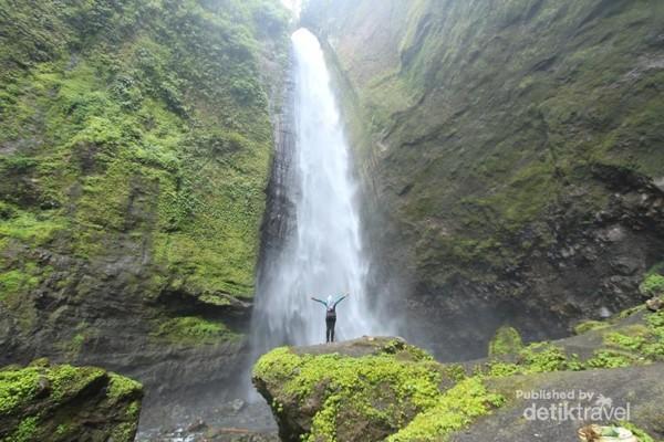Salah satu air terjun terindah di lereng selatan Gunung Semeru