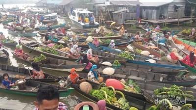 Pengalaman Unik Belanja di Pasar Terapung Banjarmasin