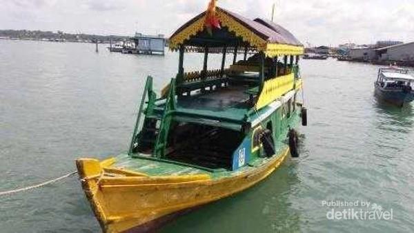 Kapal untuk menuju ke Pulau Penyengat Dari Kota Tanjung Pinang
