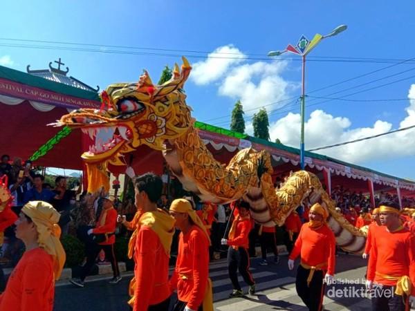 Parade Barongsai Saat Perayaan Cap Gomeh