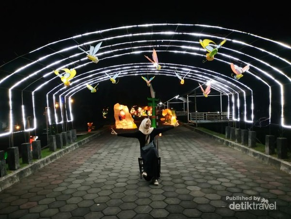 Sangat puas menghabiskan malam di Jogja dengan datang ke Taman Pelangi. Banyak spot foto keren.