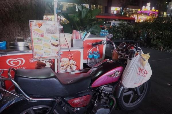 Kendaraan bermotor yang juga sekaligus tempat menjual es krim