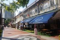 Jalan di kawasan Kampong Glam yang dipenuhi berbagai kafe