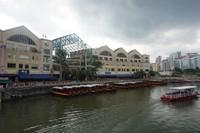 Wisatawan bisa mencoba Singapore River Cruise dari sini untuk menyusuri Singapore river hingga ke Marina Bay Sands dan Merlion Park.