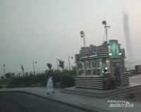 Pengunjung bisa menyaksikan Air Mancur King Fahd dari area Corniche Middle Park.