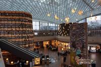 Starfield terdiri dari dua lantai dan terhubung lansung dengan COEX Mall