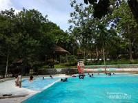 Kolam renang di Osing