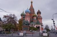 St Basil Cathedral yang khas dengan kubah berebentuk bawang