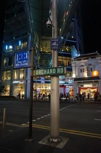 Semakin malam, pengunjung Orchard Road semakin ramai