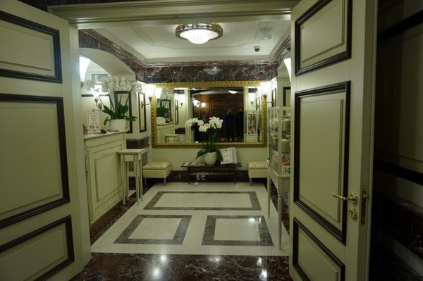 Replika toilet di zaman kekaisaran Rusia yang mewah dan elegan