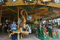 Komidi putar atau merry-go-around yang selalu digemari anak-anak