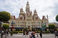 Istana di mana di dalamnya kita bisa menikmati petualangan Shrek 4D
