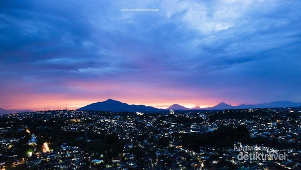 Sunset dari rooftop Star Hotel