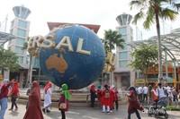 Bagian depan Universal Studios yang menjadi spot wajib berfoto bagi pengunjung