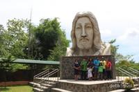 Keberadaan patung Wajah Kerahiman Yesus yang diresmikan pada tanggal 2 Oktober 2016 . membuat banyak peziarah datang ke sini.