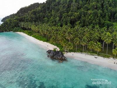 Pantai Pasir Panjang Labengki yang Memikat Hati