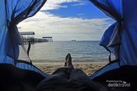 Untuk menginap di pulau diwajibkan membawa peralatan kemping seperti tenda dan alat masak. Dan yang lebih pentingnya lagi harus ada izin dari Kadis Dinas Pariwisata karena tidak diperbolehkan menginap tanpa tujuan tertentu