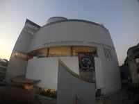 Bangkok Art and Culture Center terletak berseberangan dengan MBK Center