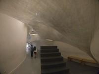 Salah satu instalasi seni dari bahan plastik yang bisa dimasuki dalamnya