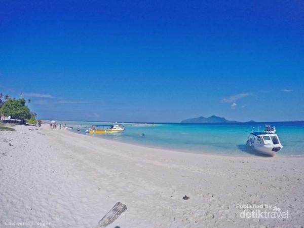 pantai pulau sibuan sangatlah indah.