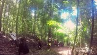 untuk menuju Puncak Pulau Bohey Dulang, para wisatawan harus menempuh jalur trekking sejauh 600 meter.