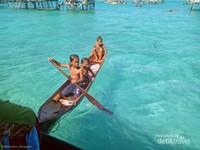 anak-anak suku bajau laut di Pulau Tetagan, Tun Sakaran Marine Park.