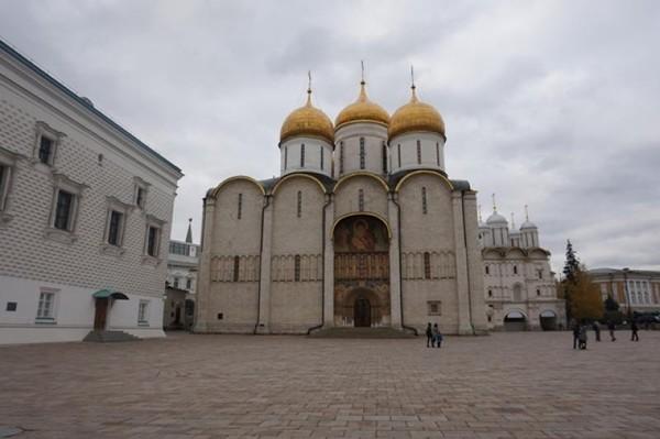 The Church of the Deposition of the Robe merupakan gereja yang menjadi rumah para warga Rusia and leluhurnya yang dibangun tahun 1484-1485