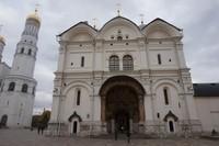 Kremlin memiliki luas 27,7 hektar dengan panjang dinding 2500 m dan tinggi dinding 5-19 m