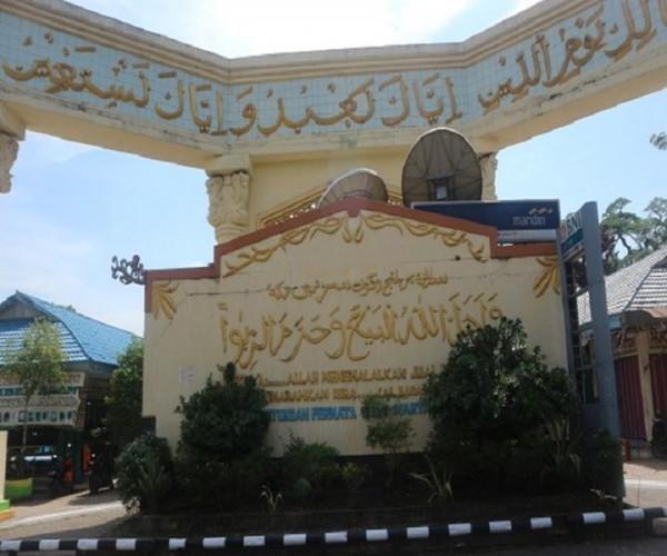 Terdapat kutipan ayat Al Quran dari Surat Al Baqarah 275 di bagian depan area pasar yang berarti Allah menghalalkan jual beli dan mengharamkan riba. Hal ini memotivasi para pedagang untuk dijadikan pedoman dalam proses transaksi sehari-hari
