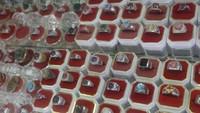 Berbagai batu mulia bisa ditemukan di pasar ini