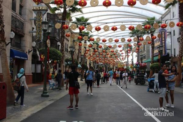Zona Hollywood merupakan zona yang langsung menyambut pengunjung begitu memasuki tempat wisata ini.