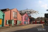 Bangunan- bangunan dengan warna cerah yang ada di sekitar Clarke Quay
