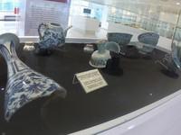 Koleksi yang ditampilkan adalah berasal dari barang muatan kapal tenggelam yang ada di perairan Indonesia