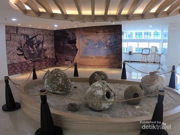 Di galeri ini kita bisa menjumpai berbagai barang berharga yang tenggelam di perairan Indonesia