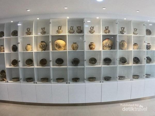 Koleksi Marine Heritage Gallery tersaji secara apik dan menarik, disertai penjelasan yang detail mengenai sejarah benda koleksi