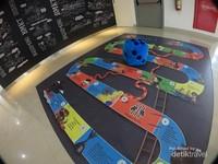Terdapat kids corner untuk mengajak si kecil bermain
