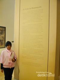 Penjelasan singkat tentang Codex Hammurabi tertera di dinding museum