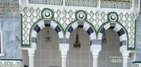 Arsitektur bagian depan Museum Kabah, mirip dengan interior Masjid Nabawi. Di halaman museum juga tersedia air zam-zam untuk pengunjung