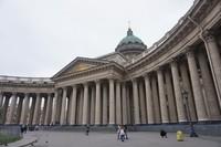 Terletak di jalan utama St Petersburg, Kazan cathedral memiliki pilar-pilar besar dan kokoh bak istana