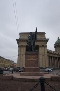 Katedral ini ibarat museum batu alam Russian. Batu yang digunakan untuk bangunan ini sama dengan batu travertine yang digunakan untuk membangun St Peters Basilica