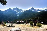 Titik pengamatan (overlook) Diablo di North Cascade NP yang didesain sedemikian rupa sehingga pengunjung bisa istirahat dan makan siang sembari melihat keindahan alam.