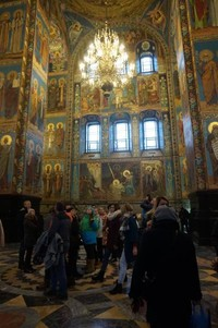Church of the Saviour and Spilled Blood memiliki mosaik dengan warna-warni cantik